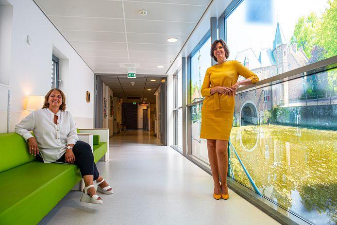 Ziekenhuisbestuurder Astrid Posthouwer (rechts) en crisismanager Ellerieke Veenendaal.
