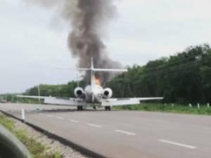 Des narcotrafiquants mexicains abandonnent leur avion sur une route