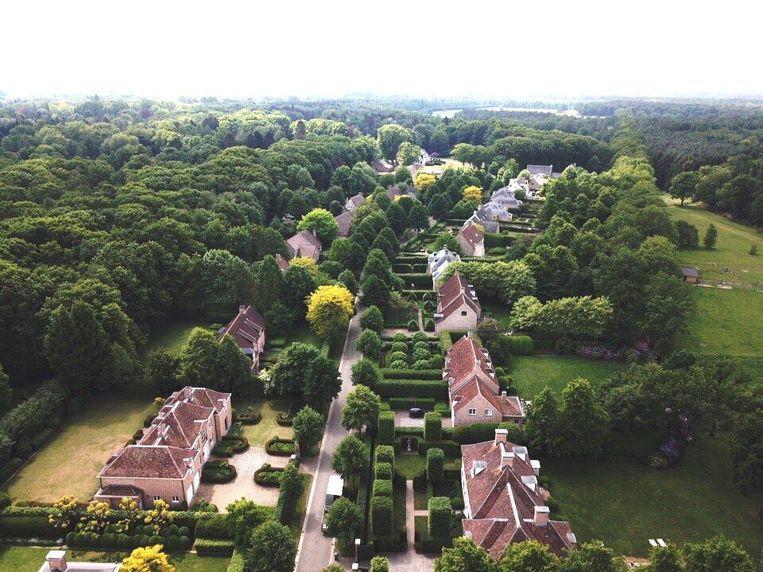 De villa's in de Torfheidedreef vanuit de lucht gezien.