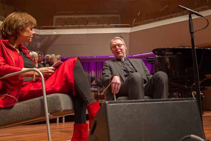 Bisschop De Korte in het Muziekcentrum
