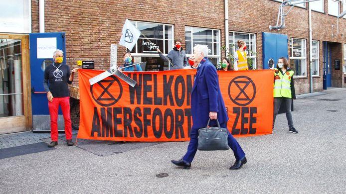 Extinction Rebellion protesteert voor de Prodentfabriek