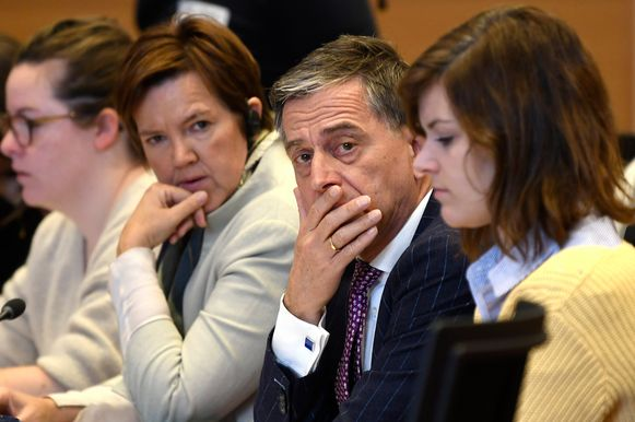 Els Van Hoof (CD&V) en Servais Verherstraeten (CD&V) tijdens Kamercommissie Justitie