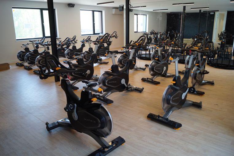 In de bovenzaal van de fitness zullen onder andere spinning-, pilates-, en jumpfitlessen gegeven worden. Verder zal het aanbod groepslessen variëren