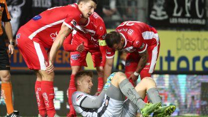 Football Talk. Armbreuk voor Moeskroen-doelman Butez? - Lyon kan eindelijk nog eens winnen, assist Denayer - Lokeren klopt Beerschot