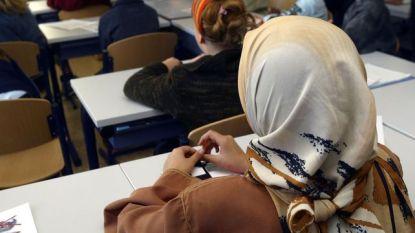 Reglement dat hoofddoek toelaat in Gentse stadsscholen ingetrokken na felle kritiek Open Vld