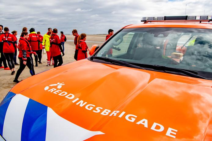 Een auto van de reddingsbrigade