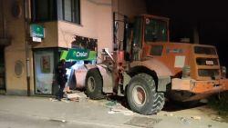 Daders plegen ramkraak op bankkantoor in Nieuwenrode met gestolen bulldozer