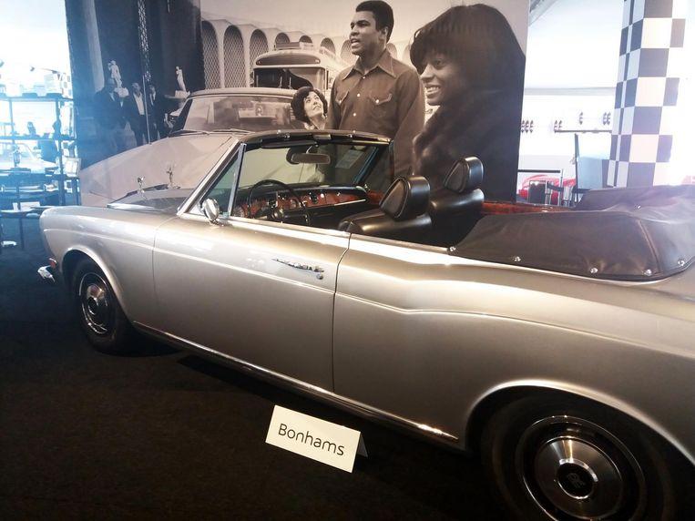 De Rolls-Royce Silver Shadow. De foto van Ali en Diana Ross krijgt de koper er gratis bij.