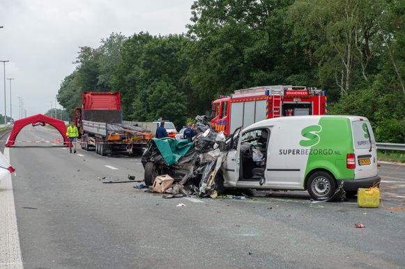 Op de E34 richting Antwerpen reed een wagen twee weken geleden in op een andere wagen in de staart van een file, waardoor dat tweede voertuig gekneld geraakte tegen een vrachtwagen. De dodelijke slachtoffers vielen in het aangereden voertuig.