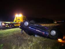 Met drank op door de storm: Spaanse automobilist vliegt van de snelweg bij Hattem