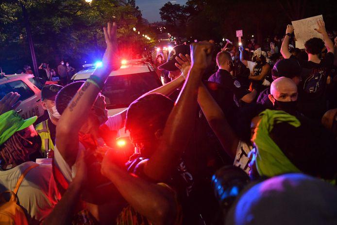 Les manifestants se sont également rassemblés devant la Maison Blanche à Washington.