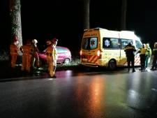 Automobilist rijdt tegen boom en raakt gewond in Doetinchem