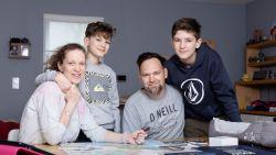 """ZOVEEL VERDIEN IK. Kleuterjuf Caroline (42) en leerkracht Kevin (45): """"Wij hebben veel voordelen: werkzekerheid en veel vakantie"""""""