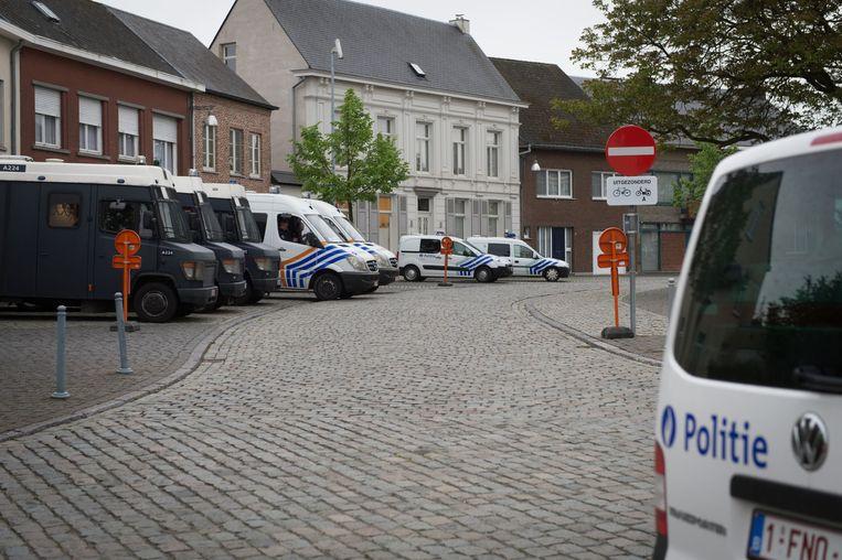 De politie was met zo'n veertig agenten en een tiental voertuigen aanwezig op de Pegida-betoging. Bijna één agent per betoger.