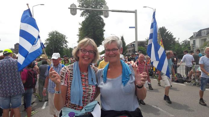 """Tineke Pouwelse uit Middelburg en Janet Geschiere uit Heinkenszand. Tineke: ,,Ik loop van kippenvelmoment naar kippenvelmoment"""""""