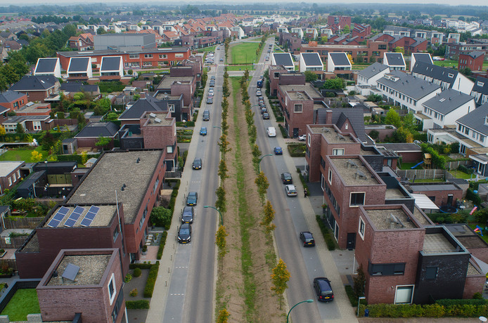 De Landbouwlaan in Berghem voldoet volgens de dorpsraad niet meer als enige ontsluitingsweg voor de Piekenhoef.