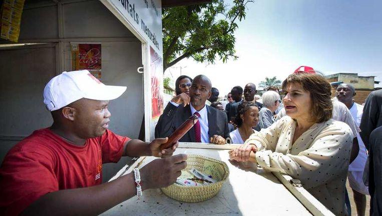 Minister Ploumen eerder deze maand in Bujumbara tijdens een gesprek over voorbehoedsmiddelen. Beeld anp