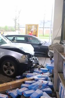 Auto ramt tankstation in De Lutte