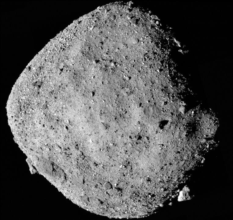 Planetoïde Bennu is een maar paar voetbalvelden groot en is door het ruimtevoertuig nauwkeurig in kaart gebracht. Beeld Nasa