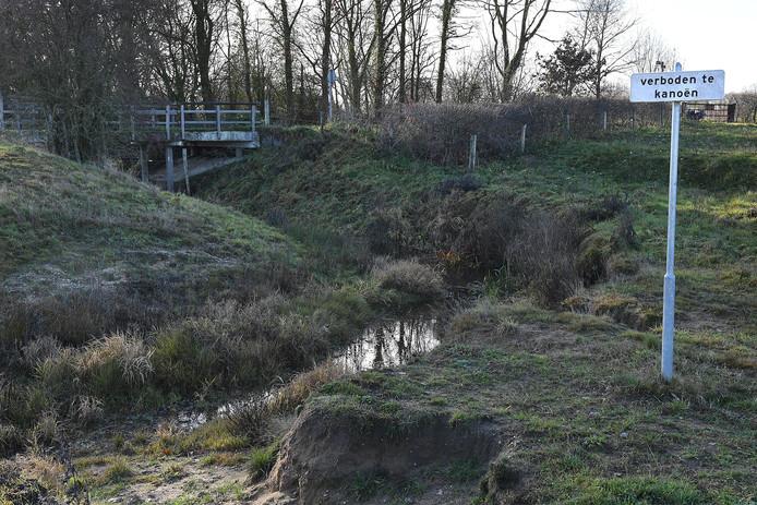In de Oeffeltse Raam staat vanwege de droogte soms veel te weinig water. Archieffoto