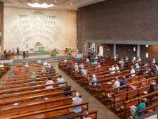Kerken schoorvoetend terug naar 30 mensen of helemaal dicht: 'Om erger te voorkomen'