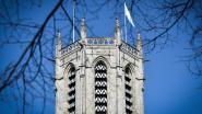 Witte vlag op Witte Donderdag aan dekenale OLV-kerk