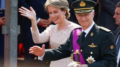 """Koning Filip eert Rode Duivels: """"Elftal heeft prachtig gestalte gegeven aan onze wapenspreuk 'Eendracht maakt macht'"""""""