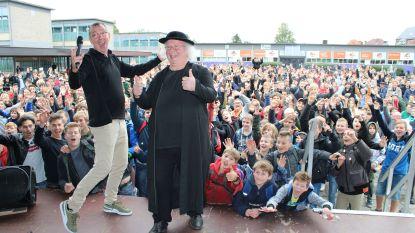 Damiaaninstituut viert tien jaar heiligverklaring Damiaan met Markske van de FC De Kampioenen