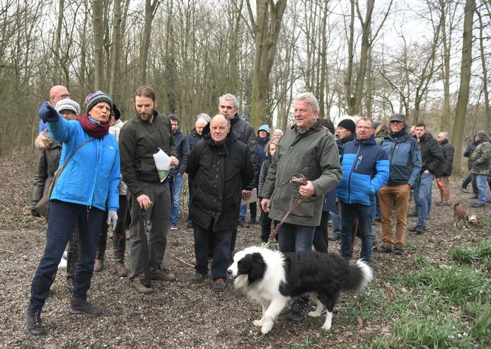 Tijdens één van de eerste werksessies wandelden belangstellenden en belanghebbenden samen door het Vlissingse Nollebos.