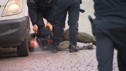 """""""Politie spoot antitraangasmiddel in mijn ogen"""": reactie van vermeende activist doet de ronde op sociale media"""