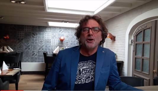 Bert Wagendorp zingt Oerend Hard van Normaal