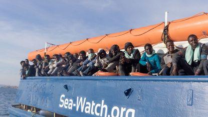 Reddingsschip met 47 migranten aangekomen in Siciliaanse havenstad Catania