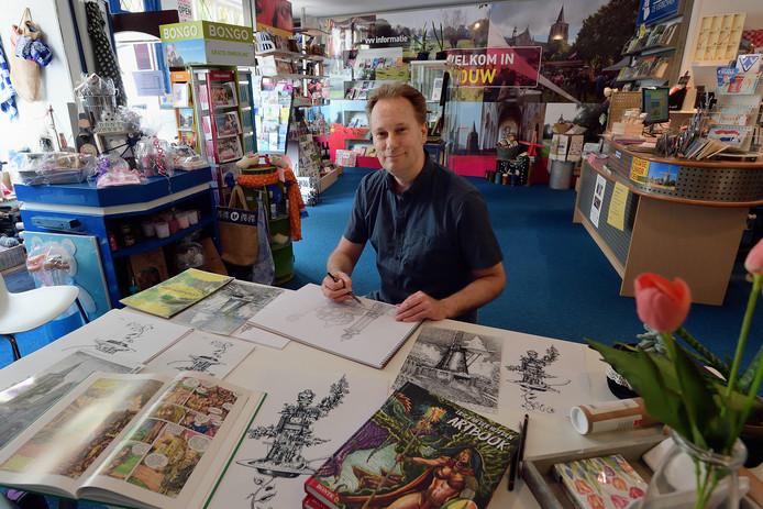 Tekenaar Eric van der Heijden is aan het werk in het VVV kantoor in Wouw. Hij is vooral bekend van zijn fantasystrips, maar tekent ook Wouwse monumenten.