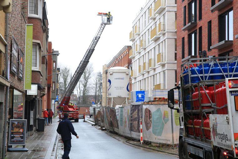 Het ongeval vond plaats op een werf in de Sint-Janslaan.