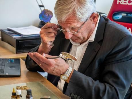 Gouden tijd voor Nieuwegeinse goud-inkoper Theo (74): 'De goudprijs is nog nooit zo hoog geweest'
