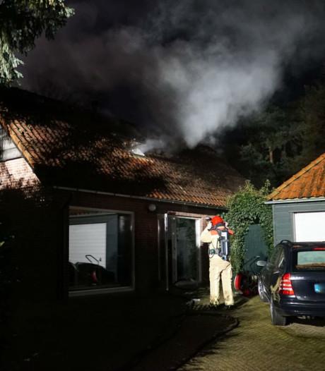 Brand in sauna Waalre, brandweer moet rusten tijdens blussen door hitte
