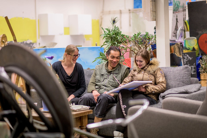 Dagloon onderdak aan de Hagengracht. Op de foto (vlnr.) Martine Veneman, Paul van Wieringen en Diana van der Zalm.