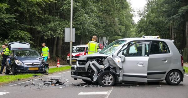 Gewonden na frontale botsing bij Loenen, BHV'er Nique uit Apeldoorn wordt net gemist: 'Het was heftig'.
