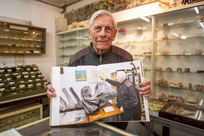 Maar ook Gerrit de Zeeuw van het Schelpenmuseum staat er in.