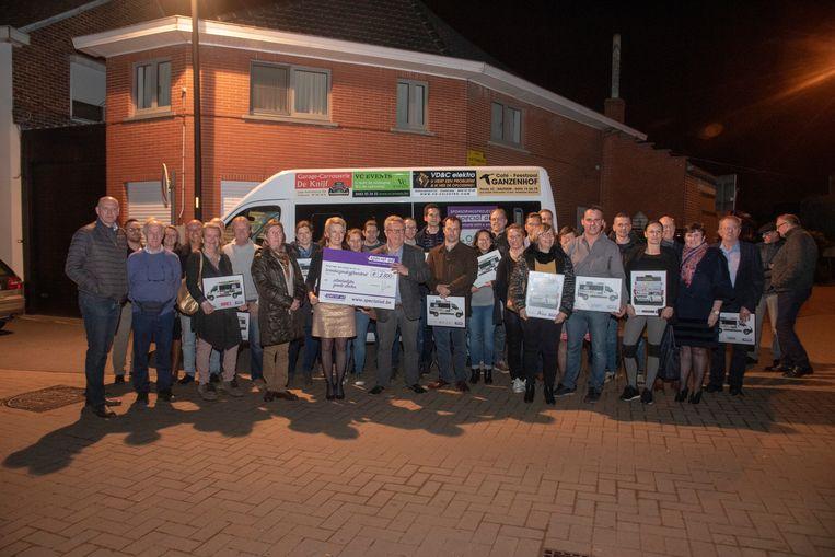 De nieuwe bus van de Minder Mobielen Centrale werd aangekocht dankzij een pak zelfstandige ondernemers in Oosterzele.