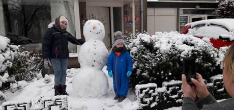 'Asjeblieft oma in Sint Petersburg', zegt Tonya uit Hilvarenbeek, 'deze sneeuwpop is voor jou'