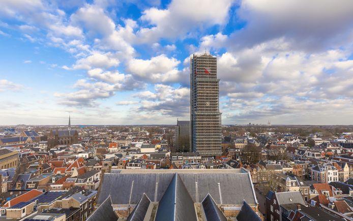 De Utrechtse Domtoren staat in de stijgers, foto ter illustratie.