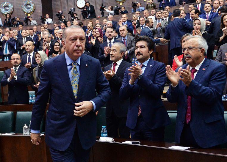 De Turkse president Erdogan dinsdag in Ankara na zijn toespraak waarin hij 'de naakte waarheid' over Khashoggi zou onthullen. Beeld EPA