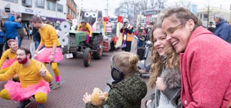 Carnavalsvierders in Soest blijven warm met een neutje
