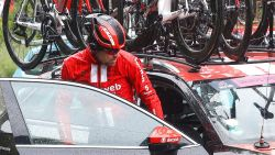 VIDEO. Dumoulin ondervindt te veel hinder van zijn val en stapt uit Giro