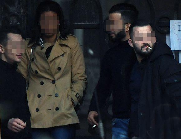Anouar A. (rechts achteraan) met Frederik B. (uiterst links) en Daoud C.R. (uiterst rechts) aan de rechtbank in Leuven.