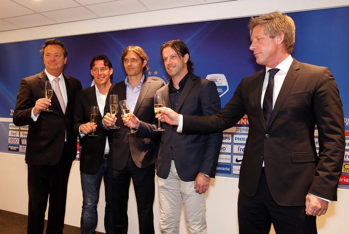 Voor de start van seizoen 2013-2014 was iedereen optimistisch bij PSV. Het werd een rampjaar. Op de foto van links naar rechts toenmalig directeur Tiny Sanders, assistent-coach Chris van der Weerden, trainer Phillip Cocu, assistent-coach Ernest Faber en technisch manager Marcel Brands.