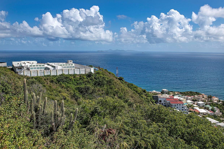 Door de ligging is het gevangeniscomplex hard geraakt door orkaan Irma in 2017.
