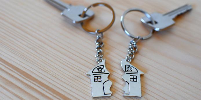Als een relatie wordt verbroken, moet het huis vaak worden verkocht. NHG probeert dat door soepelere regels in veel gevallen te voorkomen.