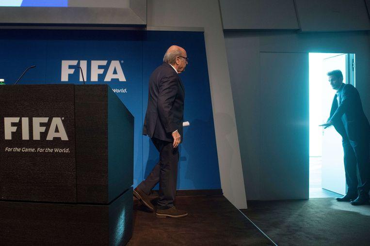 Blatter nadat hij bekend heeft gemaakt op te stappen. Beeld afp